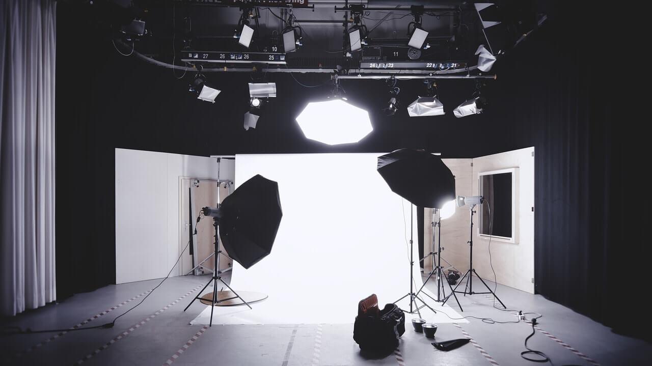 Videochat de acasă vs videochat de la studio